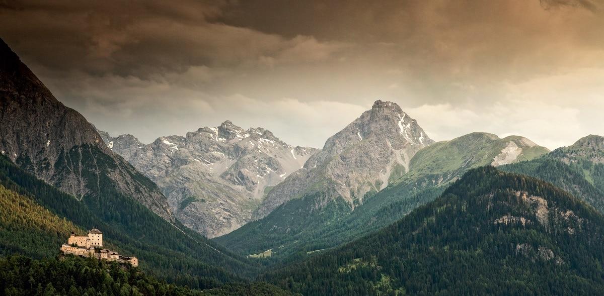 Pizzo Bernina Castello di Tarasp