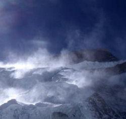 Panoramica sulle nere nubi che circondano l'Annapurna