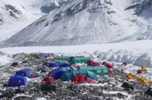 Everest, il campo base avanzato ai piedi della parete nord