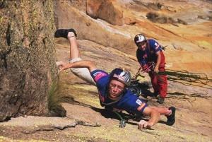 Iker ed Eneko Pou mentre scalano in parete