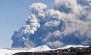 Una grande nube dal vulcano islandese