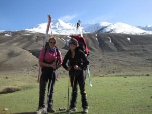 Anna Torretta e Suzy Medge davanti al SuzAnna Peak