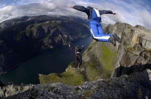 I brividi del base jumping