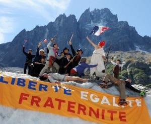 Protesta sul Bianco contro Sarkozy  - lo striscione (Photo Repubblica.it)