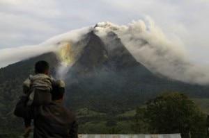 Il vulcano Sinabung è di nuovo in eruzione