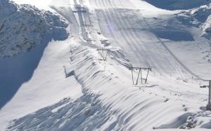 Il ghiacciaio Presena dopo la nevicata di sabato notte (Adamelloski.it)