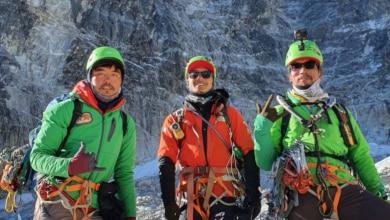 Photo of Tre giovani Sherpa realizzano la prima salita del difficile Luza Peak (5726 m)