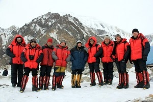 La squadra kazaka al campo base (Photo courtesy www.explorersweb.com)
