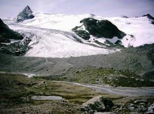 Lingua di un ghiacciaio alpino del monte Ruitor (Photo Vialeattea.net)