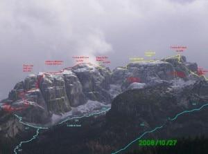 """Sentieri e vie di arrampicata sul versante nord ovest del gruppo con la via ferrata """"Simone"""" in rosso gruppo dei Clap dal monte Siera in versione invernale"""