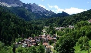 Paese di montagna (Photo courtesy www.albergoalsole.eu)