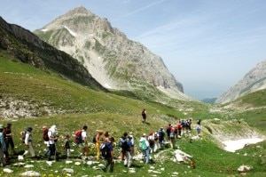 Bene il turismo in montagna