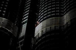 Spiderman scala il Burj Khalifa (Photo courtesy Associated Press)
