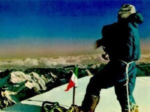 Achille Compagnoni sulla vetta del K2