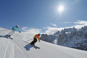 Sciatori nel Dolomiti Superski