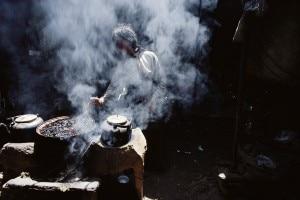 Stufa a sterco di yak (Photo Baldizzone courtesy of Nationalgeographic.it)