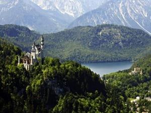 Il castello di Neuschwanstein nel territorio di Fussen in Baviera