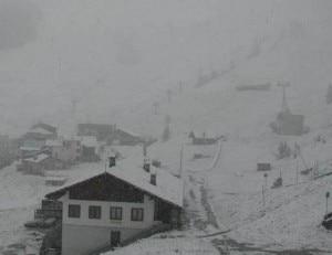 Webcam Courmayeur, 1700 metri, 1 giugno 2011