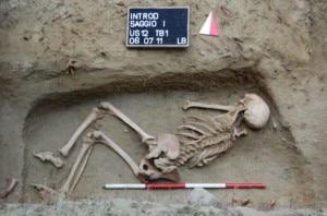 """Lo scheletro della """"Signora di Introd"""" (Photo Ansa)"""
