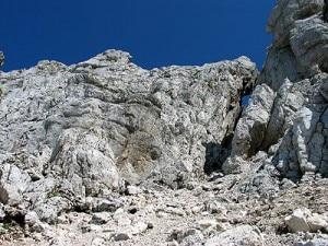La parete rocciosa dove sale la scala Pipan (Photo courtesy sentierinatura.it)