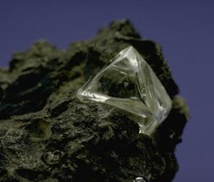 Diamante nella roccia (Photo courtesy of www.mnh.si.edu/rc/)