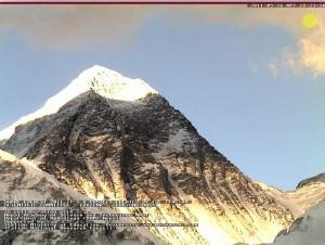 L'immagine dell'Everest colta dalla webcam il 26 maggio al tramonto