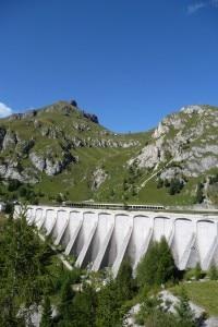 Monte Padon e diga artificiale del Lago Fedaia (Photo courtesy of ciclibalduzzi.it)