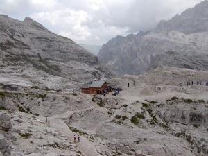 Rifugio Pian di Cengia sulle Dolomiti di Sesto (Photo Albino Bassani courtesy of spazioinwind.libero.it)