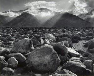 Uno degli scatti esposti: il Monte Williamson in Sierra Nevada (Photo Ansel Adams courtesy of www.fondazionefotografia.it)