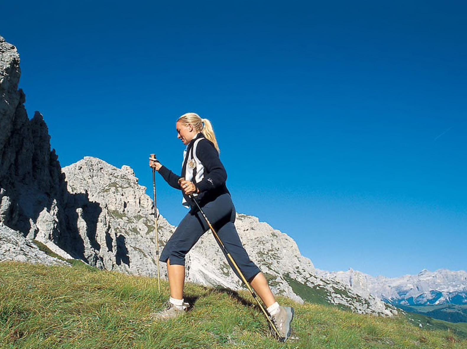 Photo of Bastoncini per camminare in montagna, quali vantaggi?