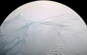 L'emisfero sud del satellite Encelado (© NASA/JPL-Caltech)