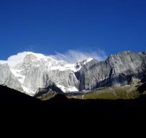Versante nord del gruppo del Siguniang (© Andy Bourne - 2011 American Alpine Institute)