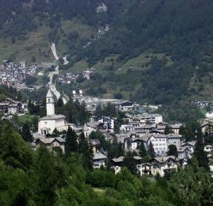 Chiesa in Valmalenco (Photo Alessandro Pedretti courtesy of www.panoramio.com)