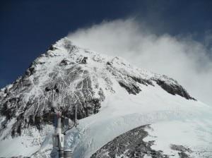 La stazione di Colle Sud con dietro la vetta dell'Everest  (Photo archivio)