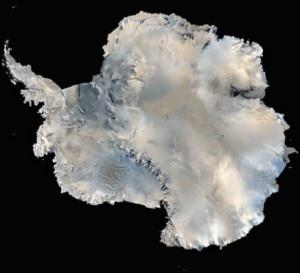 I ghiacci che ricoprono il continente antartico (© NASA)