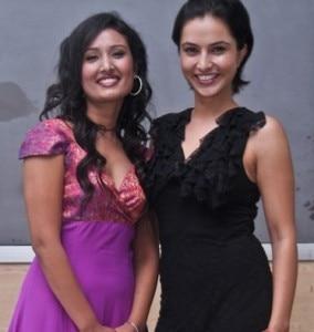 Le attrici Diya Maskey e Nisha Adhikari sono le due protagoniste del film (© AFP PHOTO)