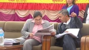 Il ministro della Scienza e della Tecnologia Kalpana Dhamala e il segretario Tana Sharma