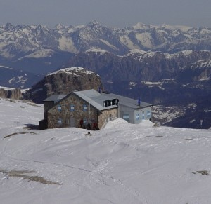 Rifugio Boè (Photo courtesy of www.skiforum.it)