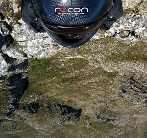 Una delle immagini scattate da Jeb Corliss durante il salto dalla Table Mountain dell'11 gennaio (Photo courtesy of  jebcorliss.net)