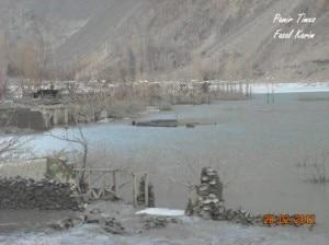 Le case sommerse del villaggio di Gulmit (pamirtimes.net)