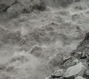L'Hunza-River dopo la rottura degli argini del lago (photo pamirtimes.net)