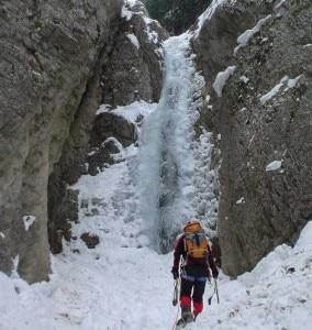Un tratto della cascata di ghiaccio Torrent de Queyrières (Photo courtesy of www.gulliver.it)