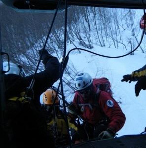 Fase di recupero dell'escursionista da parte dei soccorritori (Photo Cnsas/Ricciardulli)