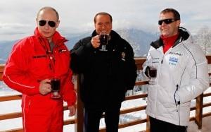 Berlusconi, Putin, Medvedev con il vin brulè in rifugio (Photo Afp courtesy of Ilpost.it)