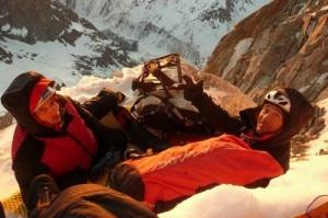 Gli alpinisti bivaccano in parete (Photo www.gmhm.terre.defense.gouv.fr)