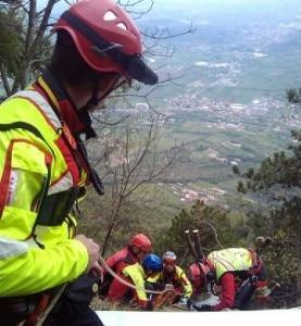 Il salvataggio da parte dei soccorsi (Photo Cnsas Veneto)