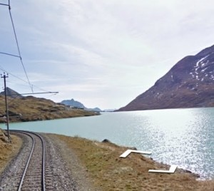 Lago Bianco, vicino al Passo del Bernina, nella visuale di Google Street View (Photo courtesy of www.google.com)