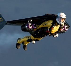 "Yves ""Jetman"" Rossy in volo (Photo courtesy of www.jetman.com)"