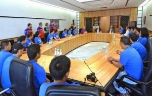 LA delegazione nepalese ricevuta da Durnwalder (Photo courtesy ladigetto.it)