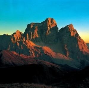 Monte Pelmo (Photo courtesy Ghedina/cmc-jp.net)